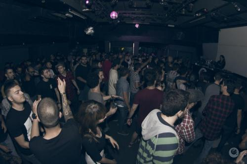 techno crowd 4